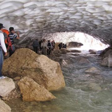 غار یخی چما کوهرنگ کمیته محیط زیست